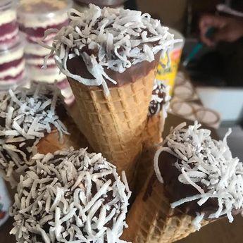 Cone Trufado  Prestígio  #conetrufado #bispobrigadeiro #brigadeiro #ConeGourmet #Chocolate #Trufas #Food #Love