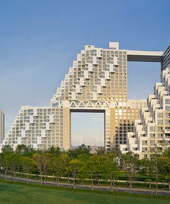 golden dream bay, the stacked towers of moshe safdie are erected in china
