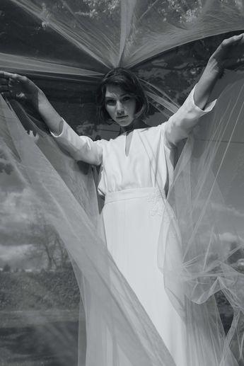 Voile N°1 Photo @davidpaige  Fleurs @nue.paris  Modèle @mashasilchenko  Mua @anissarenko . . . #newcollection #celinedemonicault #bridal #robedemariee #weddingdress #novia #weddinggown #vestiodenovia #bridalinspiration #frenchdesigner #madeinparis #savoirfaire #artisanat #couture #madeinfrance #madewithlove
