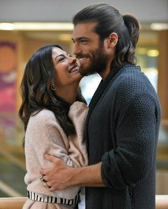 Demet Ozdemir and Can Yaman, 2018  That dress though ⚡️🔥