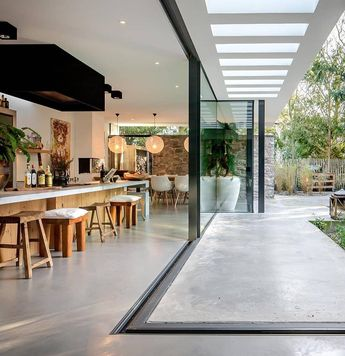 n intérieur à l'extérieur avec une baie vitrée XXL  . Repost @designandlive . Villa W by Francois Hannes . #design #baievitree #myhome