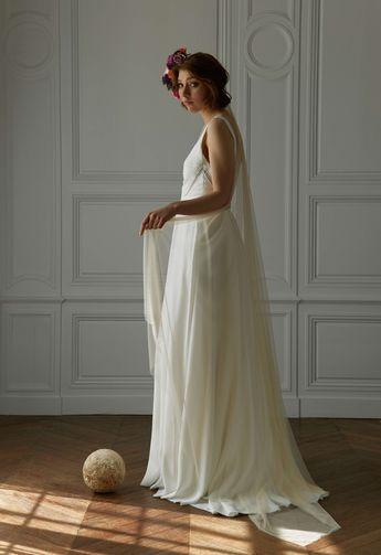 Notre Robe Numéro 35  #amour Photo @davidpaige  Fleurs @nue.paris  Modèle @mashasilchenko  Mua @anissarenko . . . #newcollection #celinedemonicault #bridal #robedemariee #weddingdress #novia #weddinggown #vestiodenovia #bridalinspiration #frenchdesigner #madeinparis #savoirfaire #artisanat #couture #madeinfrance #madewithlove
