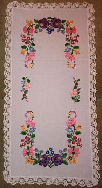 Table runner - hungarian folk embroidery - Kalocsai motif - f1dcc4ec7d