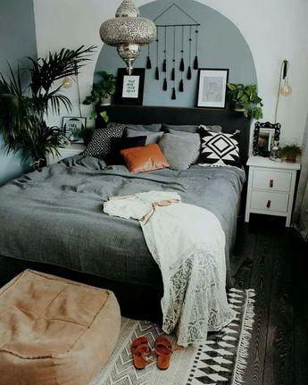 31+ Modern Retro Vintage Style Bedroom Ideas #bedroomdecor #bedroomdesign #bedroomideas ~ Beautiful House