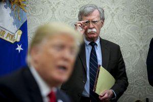 Trump diz que motivo da demissão de Bolton foi falta de inteligência