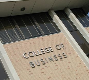 4 Reasons to Consider a Business Degree