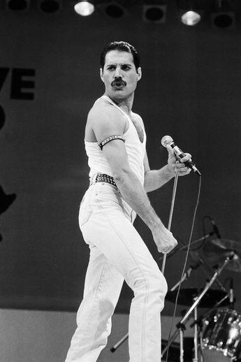 $3.99 Queen Freddie Mercury B&W Live Aid 2.5 x 3.5 Fridge Magnet