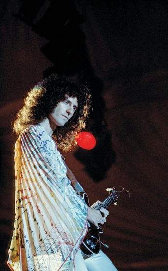 """The Secrets Behind Brian May's Guitar Sound on Queen's """"Tie Your Mother Down"""""""