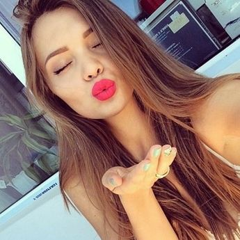 45 Cute Selfie Poses for Girls to Look Super Awesome