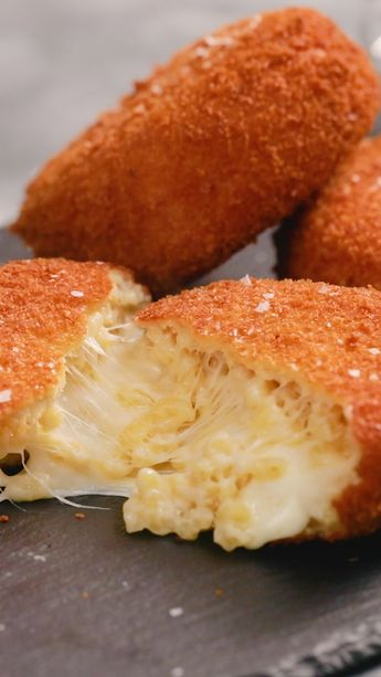Mac And Cheese Lava Cakes