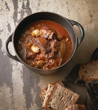 【簡単】超本格派「牛肉の赤ワイン煮」を、肉の煮汁とワインだけで作る方法 - うまい肉