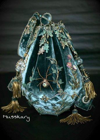 Velvet sack purse with spider embellishment #designerclutchbags