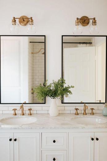 I love this black, white, and gold bathroom design. - M Loves M @marmar