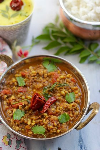 Matki Usal - Indian style Sprouts Curry