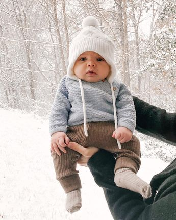 Baby's first snowfall did not disappoint! Now if only we could get more before Christmas. @ourlittletogether