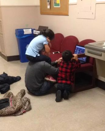 Adorable Photo of Professor Helping Single Mom Strikes a Chord