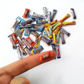 Dollhouse miniature candy bars packaging A4 PRINTABLE Sheet - 1/12 and 1/6 scale