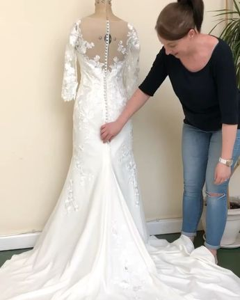 This is Kate giving you a quick demo on just how easy it is to bustle or hook up your wedding dress train with a Trainloop. It simply attaches to your dress and requires absolutely no sewing at all. Made with Swarovski pearls or crystals, each Trainloop comes with an easy to follow 'How To' #trainloop #weddingdressideas #bridetobe #gettingmarried #weddingplanning