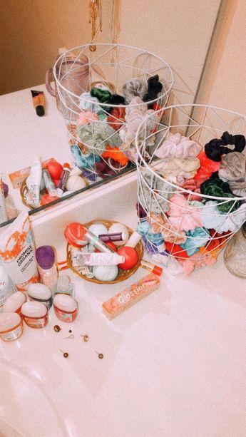 #scrunchies #lipbalm #lipbalms #pocketbac #bathandbodyworks #earrings #bedroom #bedroomdecor #organisation #bedroomorganization