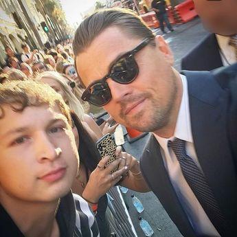 "Leonardo DiCaprio 🌱♻️ on Instagram: ""New pic of Leo with a fan 🌝 #dicaprio #leodicaprio #leonardodicaprio #onceuponatimeinhollywood"""