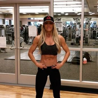 Heidi Powell's Hack for a Flat, 'Pooch-Free' Tummy Is Going to Change Your Abs Forever