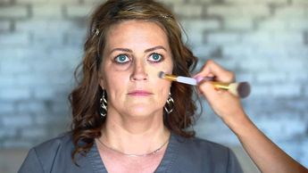 Under eye makeup tips! Perfect for dark circles and puffy eyes!  Brighten your eyes with these tips... #BeautyDiyNatural #BeginnerMakeupTutorial #PuffyEyeBags