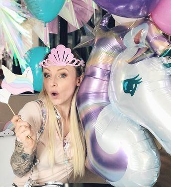 oi aussi tu aimes les licornes ? Alors commente ma photo avec l'émoji  et identifie ta partenaire idéale pour une soirée licorne !  Moi