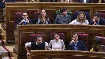 Los diputados del PSOE aplauden a Meritxell Batet y NO a la diputada de BILDU