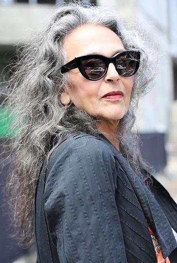 Elegant Over 40s Style Belle Mais A Mon Avis Ce Serait Mieux Avec Les Cheveux