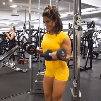 Do it! Hanna Oberg Gymshark Athlete works her upper body with this dumbbell burner. Try her workout and match your outfits in the Dreamy Cap Sleeve crop top and shorts in Citrus Yellow! #Gymshark #Workout #Target #Fitness #Gym #Exercise #Sweat #Challenge #UpperBody #Arms #looseweight