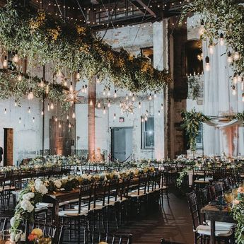 Can we all just stop for a moment and admire these incredible installations from @kindred.blooms and @phosevents!? Spectacular 🙌📷: @amandamariestudio #ariampls #northloop #besttwincitiesvenue #WeddingWednesday