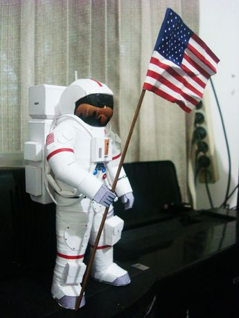 Astronaut paper craft from a very good free website