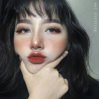 Add 90's tiny stickers to eye lids and the lollipop lips stained red