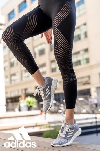 adidas Warp Knit - gives your body full mobility, stays in place no matter the movement. A smooth, seamless design hugs the body like a second skin and gives you full freedom.