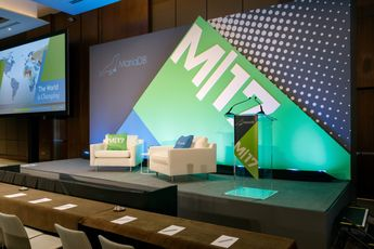 21 Creative Ideas for Corporate Stage Design