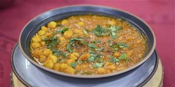 Stew healthy chickpeas with a variety of savory spices