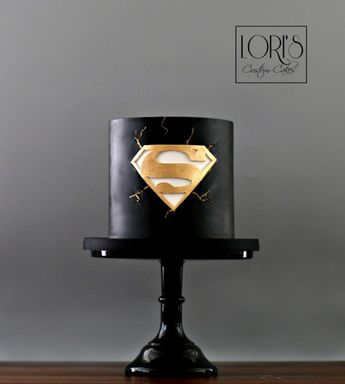 Superman by Lori Mahoney (Lori's Custom Cakes)