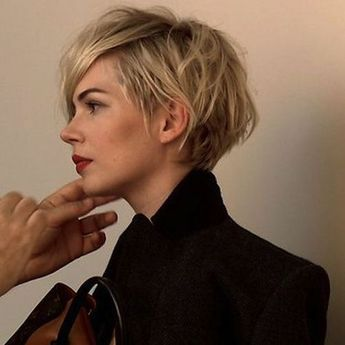 Great short haircut on Michelle Williams!
