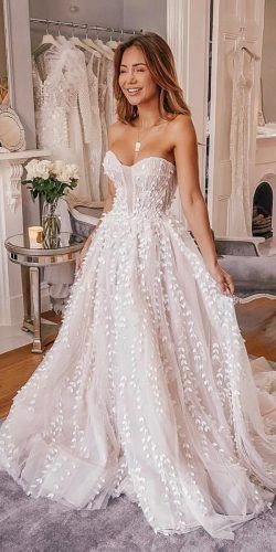 10 Wedding Dress Designers You Want To Know About - Stephanie Wiebe - #Designers #dress #Stephanie #Wedding #Wiebe