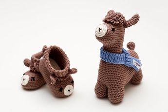 e4f88fa58ea41 Newborn shoes gift crochet booties llama pregnancy set Expecting mom present  idea for welcome baby s