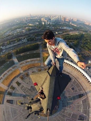 #rooftoppers #rooftops #rooftopping #rooftoppingphoto #roofing #climber #selfies #extremsport