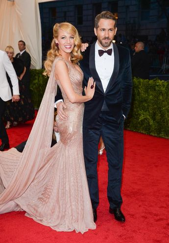 Blake Lively and hubby Ryan Reynolds look fabulous in this picture. This dress of Blake's is sooooo pretty and suits her perfectly!
