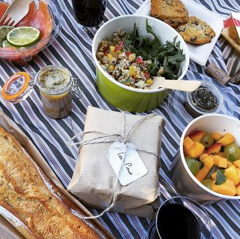 Too tired or busy to cook dinner? Try one of these tried and true Paris food delivery services for a tasty, fresh and convenient meal.