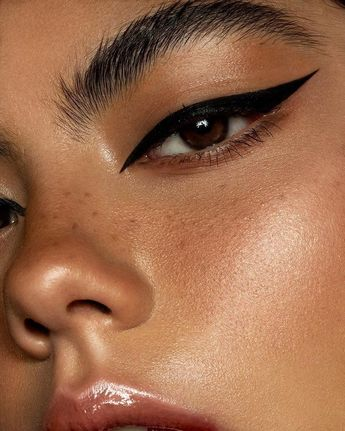 The Best Eyeliner for Eyelash Extensions: 8 Oil-Free Eyeliners You Need