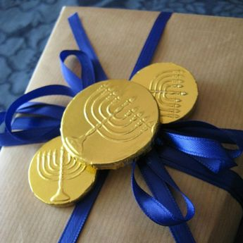 I thought I'd share an alternate and pretty solution for Hanukkah gift wrap. Boy do I love those chocolate coins (especially the dark chocol...