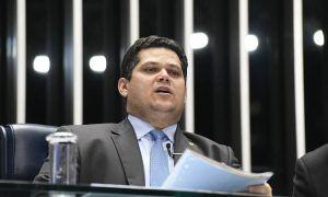 Alcolumbre quer votar reforma da Previdência em 2º turno até dia 10
