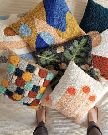 Lots of almohadones . . . . . #punchneedle #needle #pillow #almohadones #cushion #rug #rughooking #cloth #design #diseño #minimal #cozy…