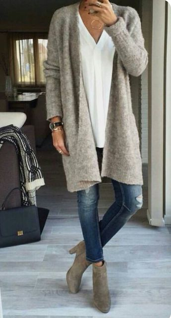 Love this gray sweater | Welcome to my WOMEN OVER 40 Inspiration Board #womenover40 #womenover50 #womenover60 #womenover70 www.collinsmakeup.com