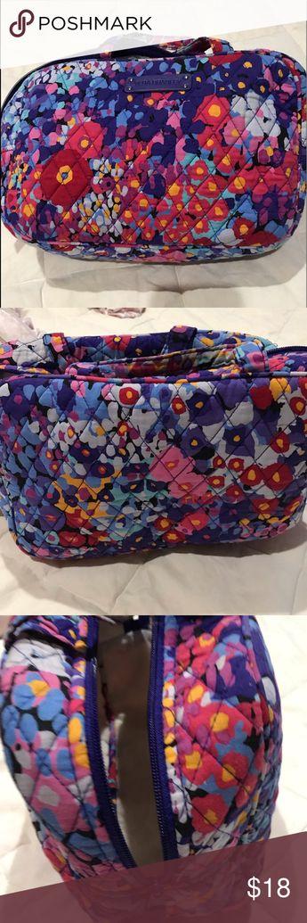 Vera Bradley makeup bag Like new Vera Bradley makeup bag Bags Cosmetic Bags & Cases