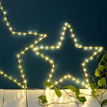 Jolie étoile lumineuse dorée à leds qui illuminera votre intérieur toute l'année ... À poser sur une cheminée, une étagère, dans une chambre d'enfant...